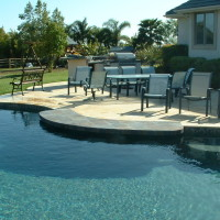Tile swim up bar with 5 bar stools