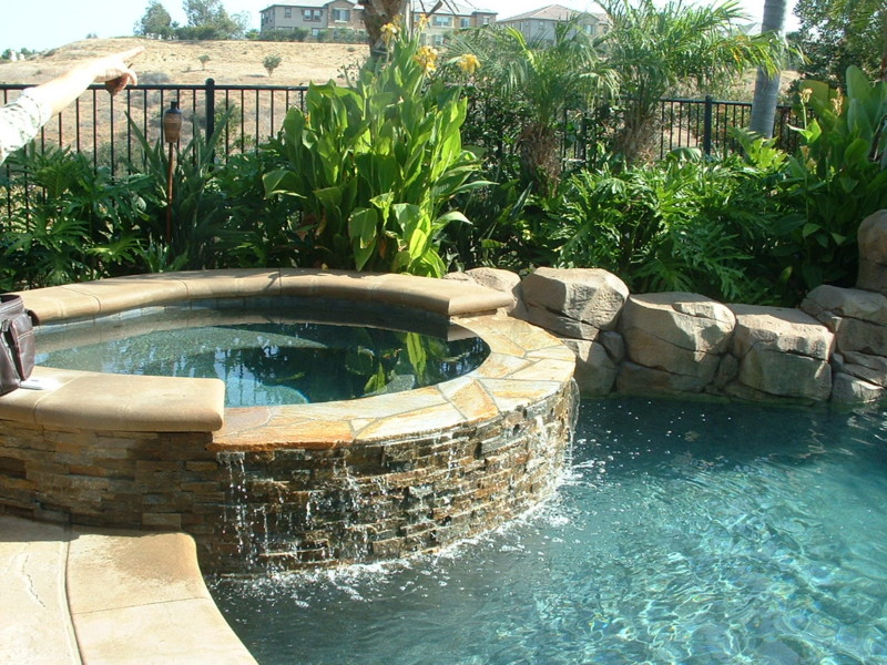 Stacked Quartz Spa Spill Wall San Diego Swimming Pool