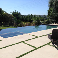 Artificial grass banding softens the infinity edge pool.